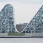 Knud Gade hejser byggematerialer til Bølgen