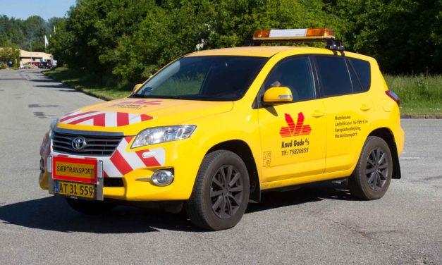 Ny følgebil til særtransporter har allerede travlt ved Knud Gade A/S