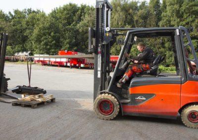 Knud Gade - Nye lastbilkraner opbygges 15