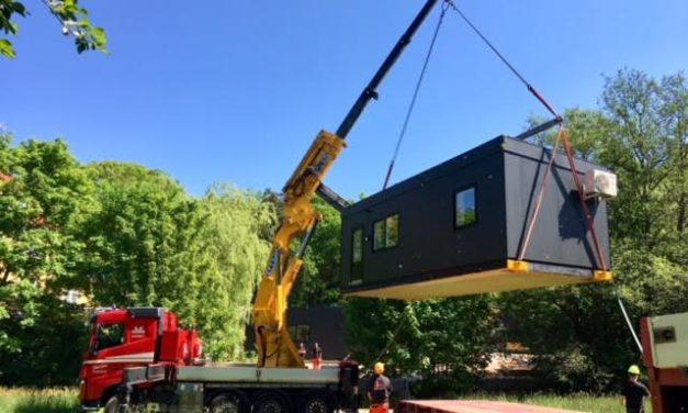 Transport og hejs af pavilloner i Hornbæk på Sjælland