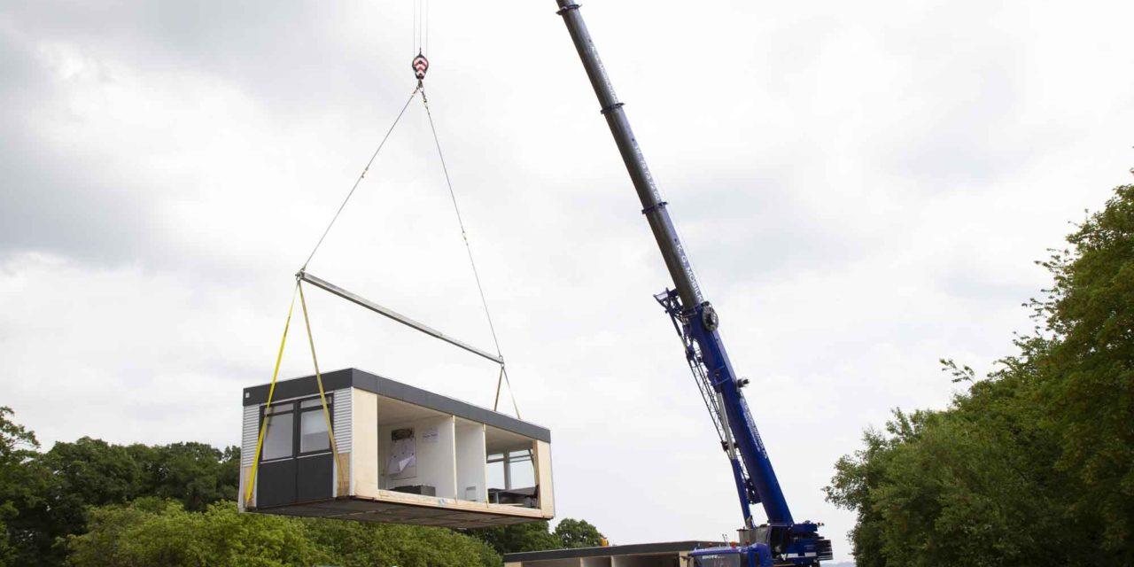 Hejsning, flytning og opsætning af pavilloner for ABC Pavilloner på ny byggeplads i Risskov