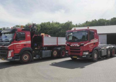 To nye biler i Knud Gade 3