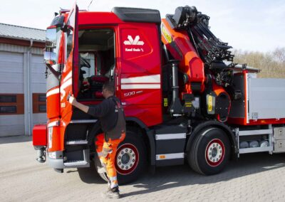 Knud Gade opruster vognpark med ny lastbilkran 8