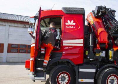 Knud Gade opruster vognpark med ny lastbilkran 10